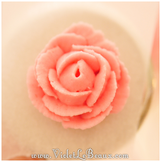 How-To-Pipe-Icing-Roses433