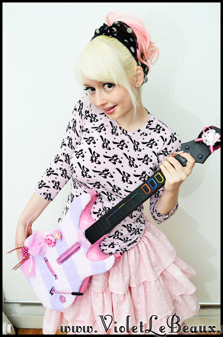 VioletLeBeaux-kawaii-pink-guitar-hero-modification-6_16819