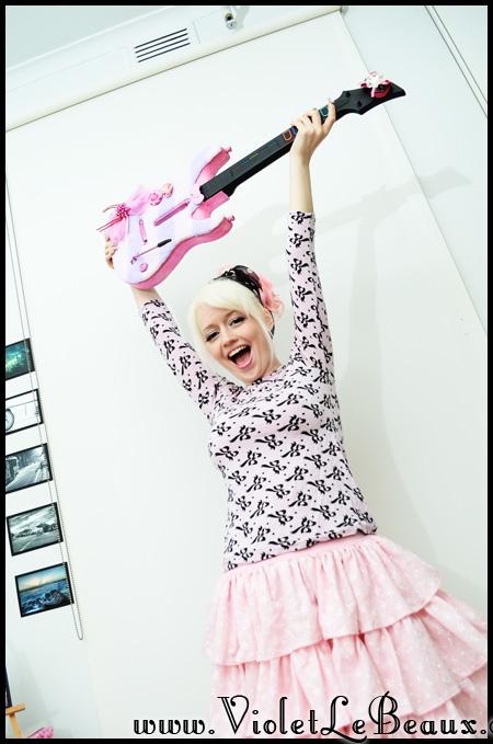 violetlebeaux-kawaii-pink-guitar-hero-modification-7_16820