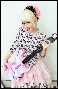 VioletLeBeaux-kawaii-pink-guitar-hero-modification-6_16819